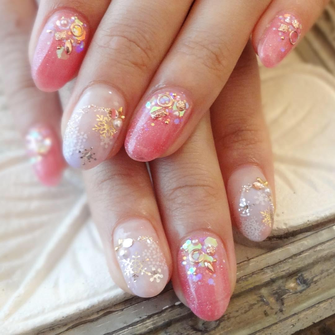 ピンク×雪の結晶ネイル